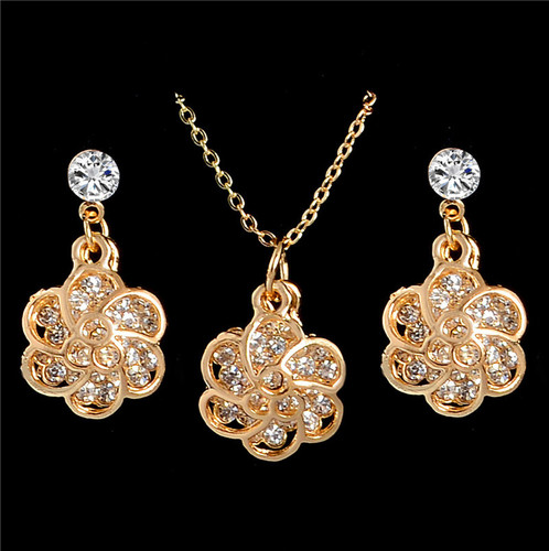 Rhinestone Flower Pendant Necklace Earrings Women Jewelry Set