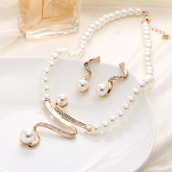 nt Necklace Earrings Golden