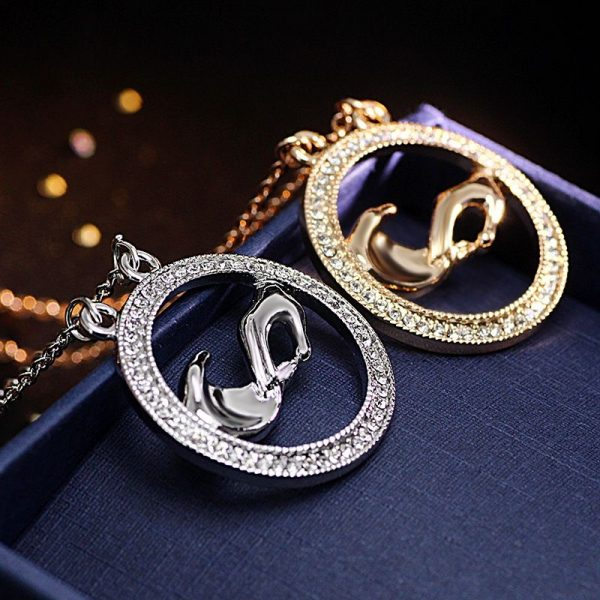 Lovely Rhinestone Hand Round Pendant Necklace Women Fashion Jewelry